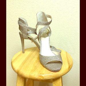 STUNNING!! Sz 8.5 Vince Camuto sexy heels.