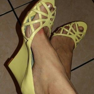 Luichiny Shoes - 🎉CLOSET SALE🎉 LuiChiny peep toe wedges🐣