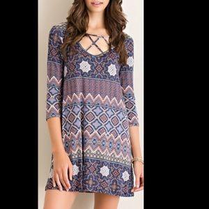 Dresses & Skirts - ❣️Caged Geometric print shift dress