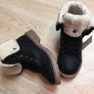 Shoes - LAST ONE Ladies casual ankle boots. Black