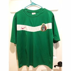 "Sz L Nike ""MEXICO"" Soccer jersey 9/10 condition"