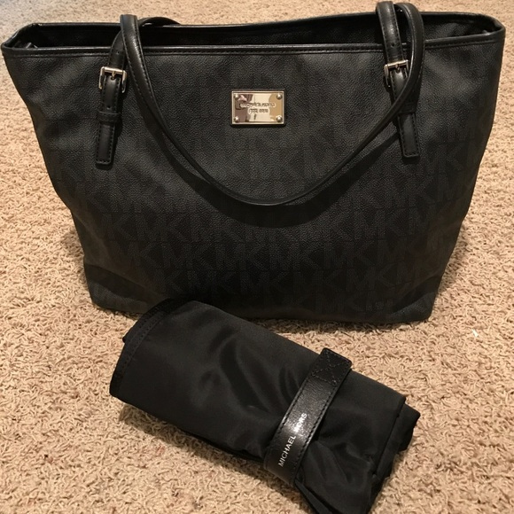 60 off michael michael kors handbags michael kors diaper bag with changing pad from jessica 39 s. Black Bedroom Furniture Sets. Home Design Ideas