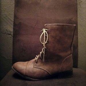 Shoes - Tan Ankle Length Combat Boots