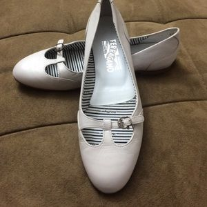 Ferragamo Shoes - Ferragamo flats authentic