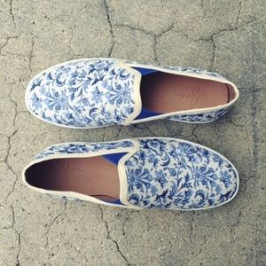 NWOT Joie Kidmore Floral blue/white Sneaker