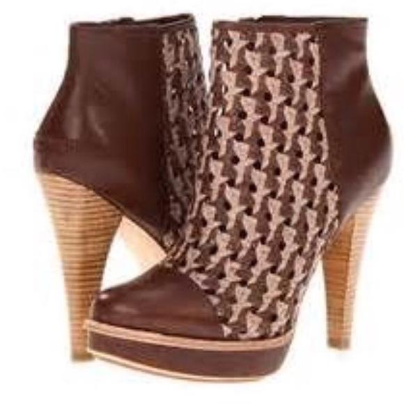 651215b3022 UGG Maliha Ankle Boot 7 New NWT