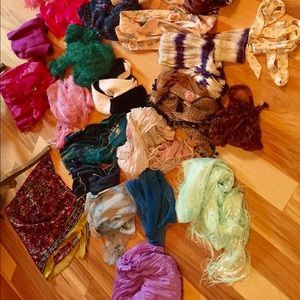 many Accessories - Beautiful bundle of 30 scarves!💕