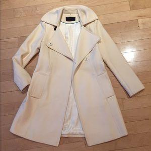 🎀Elie Tahari coat with patent leather belt 🎀