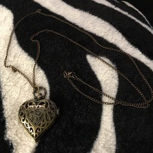 Jewelry - Vintage heart watch locket