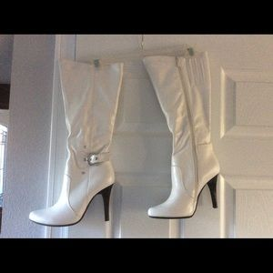 White Boots.  Size 6 1/2.  Brand new.