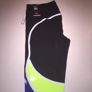 NWT Victoria Secret Knockout VSX Capri Leggings XL