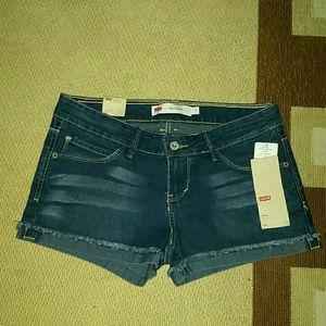 Cuffed Levis denim shorts