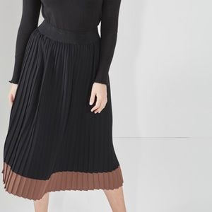 Elvi Dresses & Skirts - Contrast Pleated Skirt