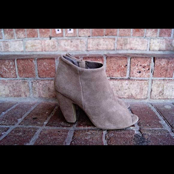 8ac4efc4237 Steve Madden Beige Suede peep toe booties