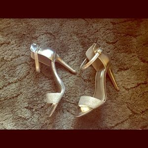 Shoes - Gold sparkly party heels