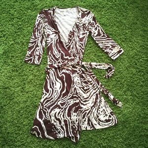 Diane von Furstenberg Dresses & Skirts - Dvf brown pattern vintage style wrap dress
