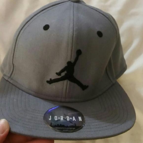 dbcc5c98f3f Nike Mens Air Jordan Snapback Hat Grey