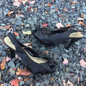 FIONI Clothing Shoes - Womens Black Fioni Peep Toe Heel Size 8.5