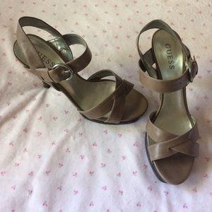 """Super comfy Guess 3 1/2 """" heels size 7 1/2"""