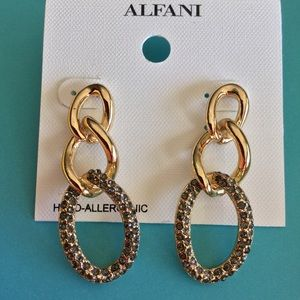 Alfani Jewelry - NWT☀️️Gold Rhinestone Chain Drop Earrings☀️