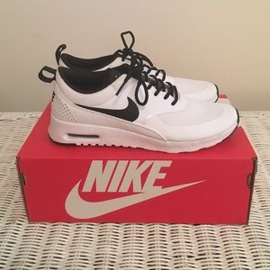 Nike air max thea black and white size 7