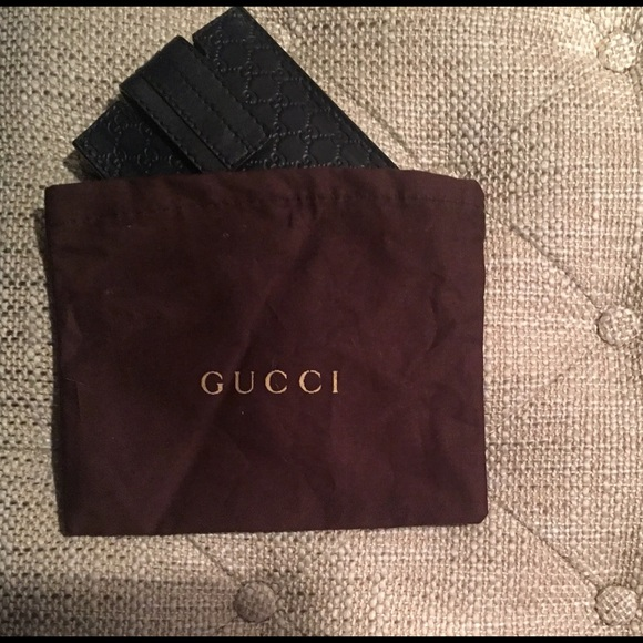 f6d94ec164c Gucci Accessories - 👍Discount Ship Gucci GG Leather Card Holder