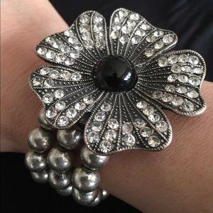 Jewelry - Crystal flower stretch bracelet