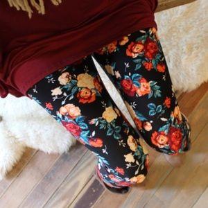 ❣️LAST PAIR❣️Roses in Bloom Soft Legging
