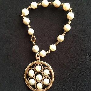 Jewelry - Vintage pearl charm bracelet