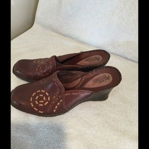 Cute brown leather clogs.