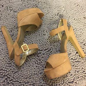Shoedazzle Camel Chunky Heel