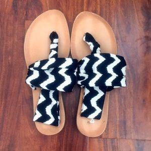 Shoes - EUC sandals