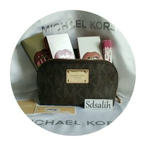 Michael Kors Handbags - 💄Authentic Michael Kors Cosmetic Pouch