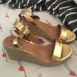 Lilly Pulitzer for target gold wedges new