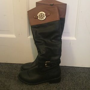 Aviana Shoes - Black/brown riding boots with gold buckles