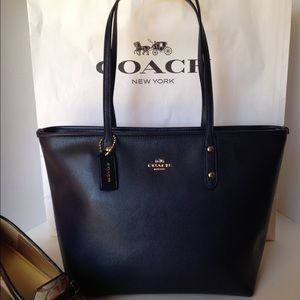 Coach Handbags - SALE!❤️NWT Coach Leather City Tote Shoulder Bag