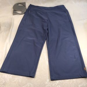 Lucy Everyday blue Capri size M in EUC!