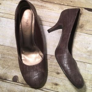 "Maurices Shoes - Maurice's 3"" Brown Textured Heels Size 8 1/2"