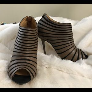 L.A.M.B. Shoes - L.A.M.B Bindi Open Toe Heel / Size 6.5M