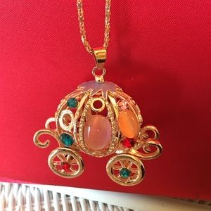 Jewelry - Vintage bling Carriage necklace
