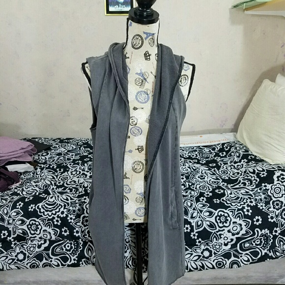 H&M Tops - Grey cover up vest