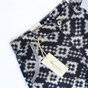 Two by Vince Camuto brand new printed shorts