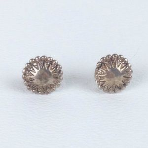 DYTt2 Silver starburst post pierced earrings