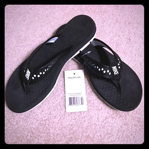 9342c460d1d Nike Women s Size 8 Flip Flops Flex Motion Thong