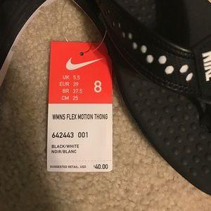 a0304feb97e9 Nike Shoes - Nike Women s Size 8 Flip Flops Flex Motion Thong