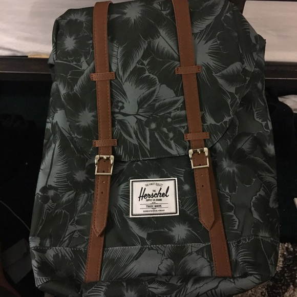 10c473677074 Herschel Retreat Backpack Jungle Floral Green