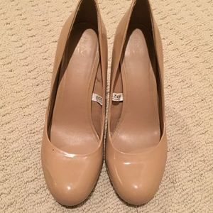 Nude round toe pumps