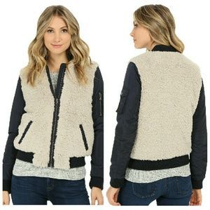 Levi's Jackets & Blazers - Levi's Zip-front Faux Sherpa Bomber Jacket NWT