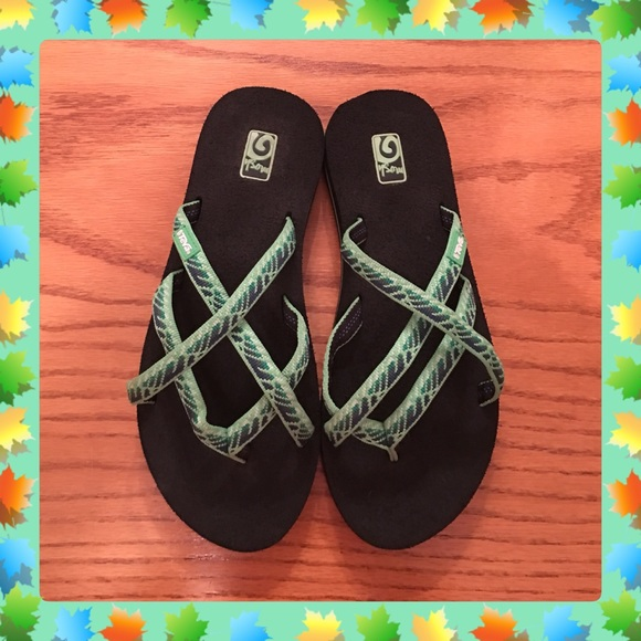 f797b66ad Like New Teva Olowahu Flip Flops Size 7. M 5828200f99086a97fa0633a0