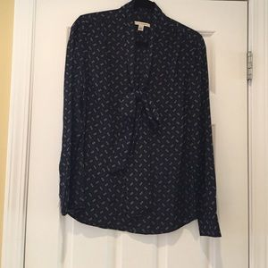 Banana Republic Tops - NWOT Banana Republic navy pattern blouse with bow